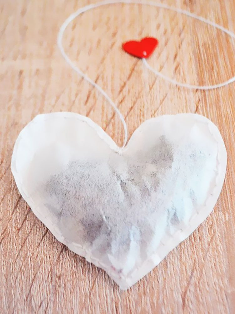 How to Make Heart Shaped Tea Bags. Crafts. DIY projects. Easy DIY. Valentine's Day DIY. Christmas DIY. Gift Ideas. Valentine's Day Gift Ideas. Tea Lover. Elephant on the Road.